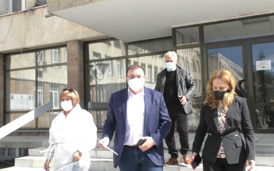 """Здравният министър Костадин Ангелов посети МБАЛ """"Д-р Братан Шукеров"""""""
